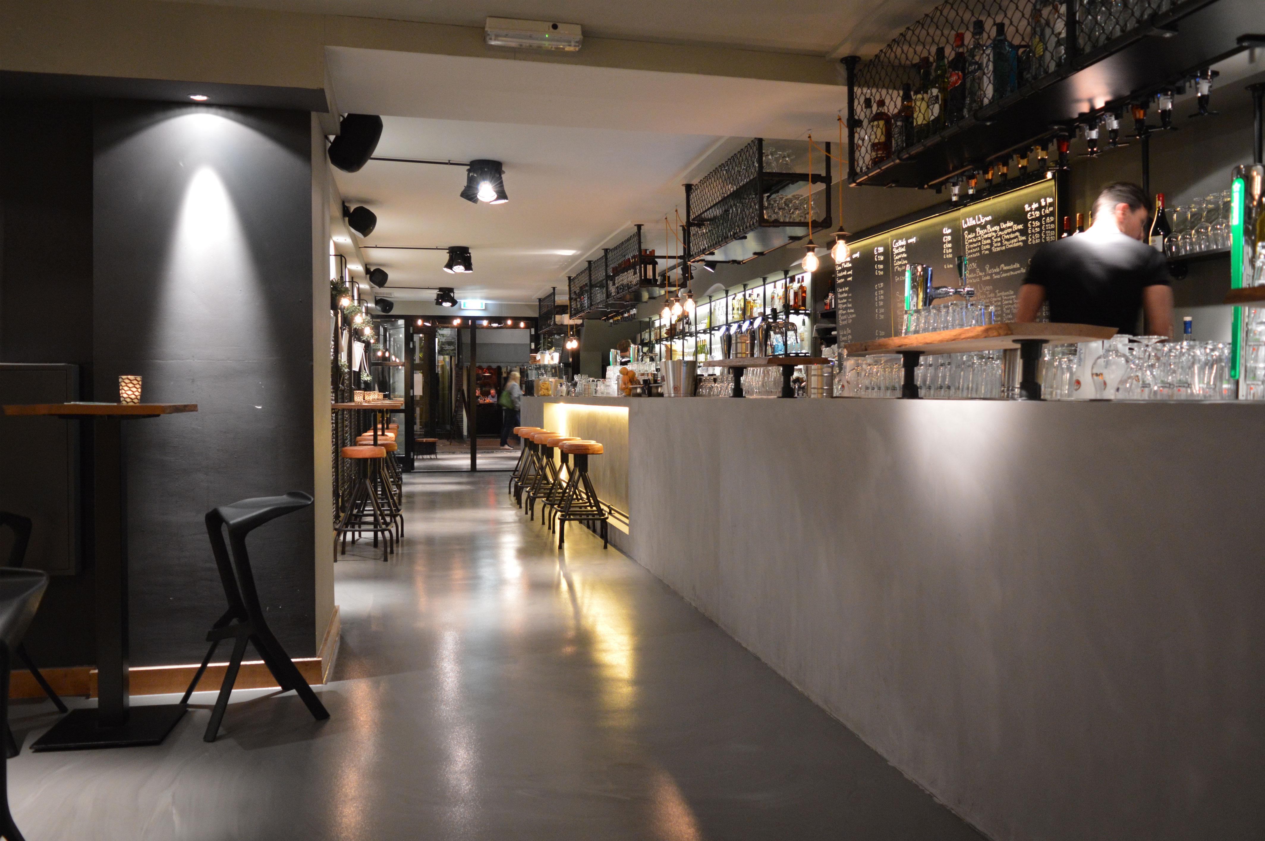 bar betonlook, interieur muziekcafé STECK Delft, KREUK architectuur, architect Marjolein Kreuk